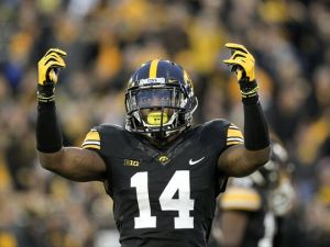 635821737144069337-iow-1031-iowa-fb-vs-maryland-25